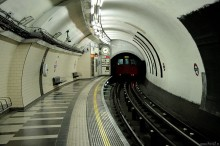 london, metro, london tube - W londy�skim metrze